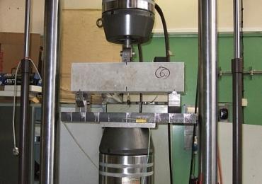 V Kolknerově ústavu ČVUT jsme provedli zátěžový test vláknobe-tonových trámců s Benesteel.